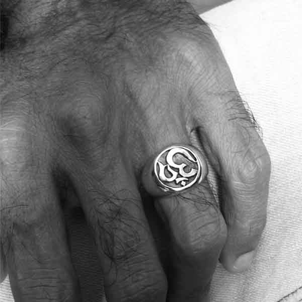 Signification bague main homme